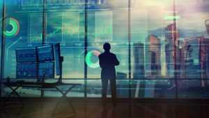 אדם בוהה בחלון עליו דוגמאות של גרפים ונתונים פיננסיים
